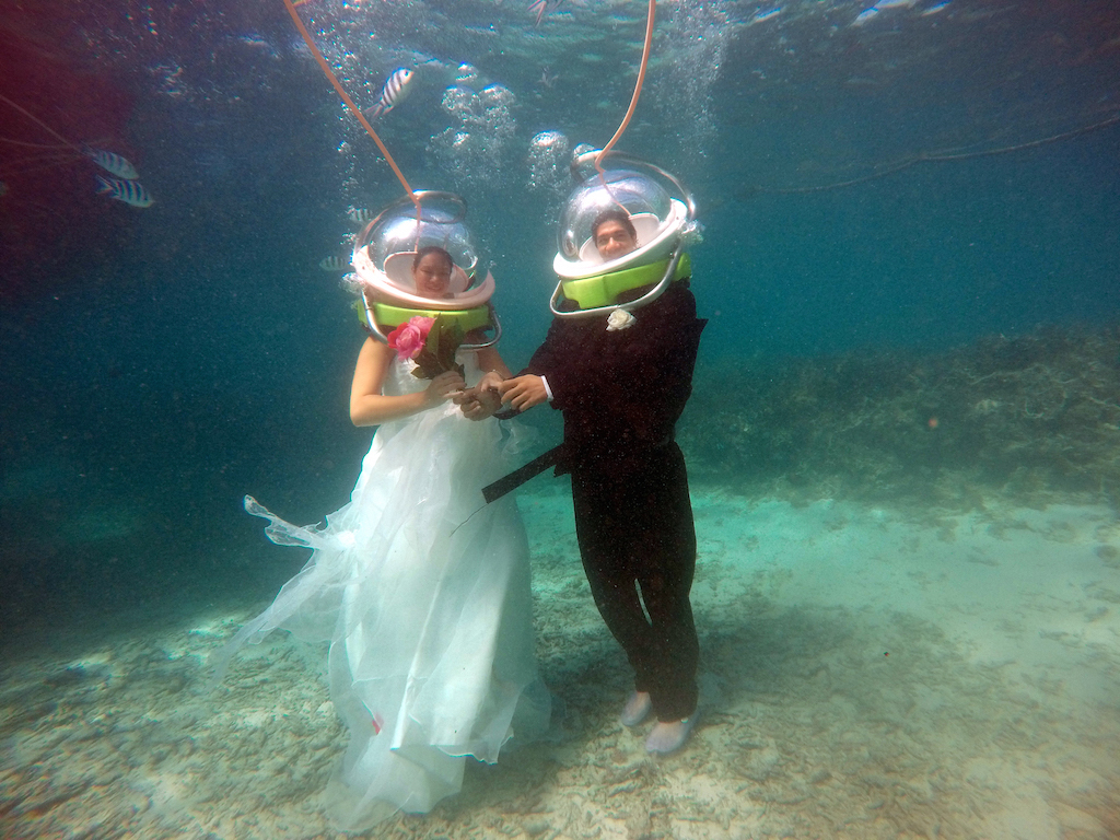 Underwater wedding in Belle Mare